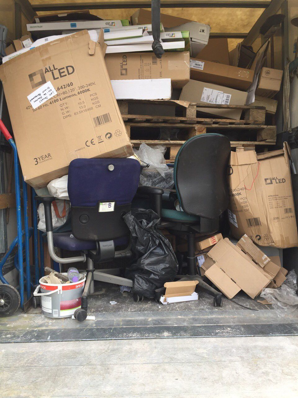 Parsons Green disposing waste SW6