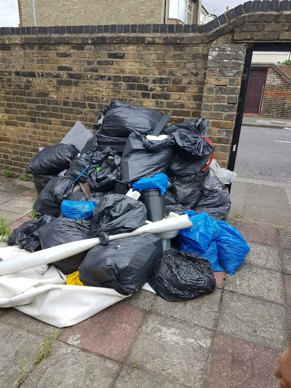 EC3 rubbish collection Aldgate